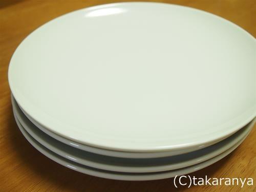 白いシンプルなお皿や食器