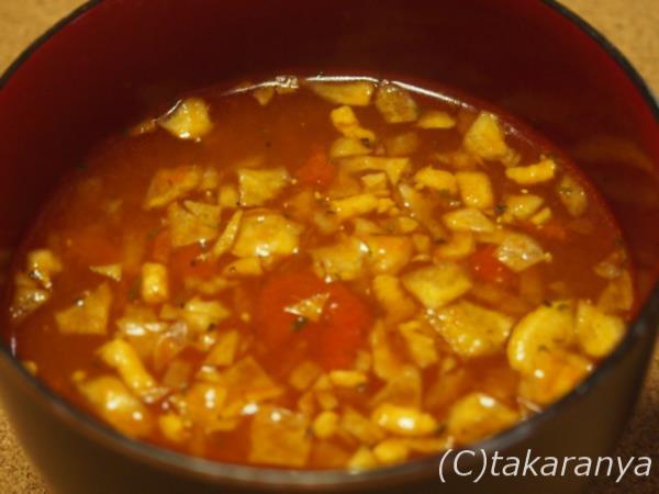 真っ赤なトマトのスープ